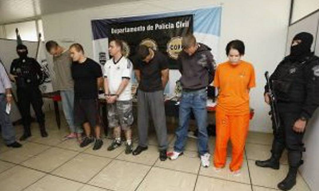 Grupo foi preso acusado de matar casal em festa de apologia ao neonazismo - Jonathan Campos - Gazeta do Povo