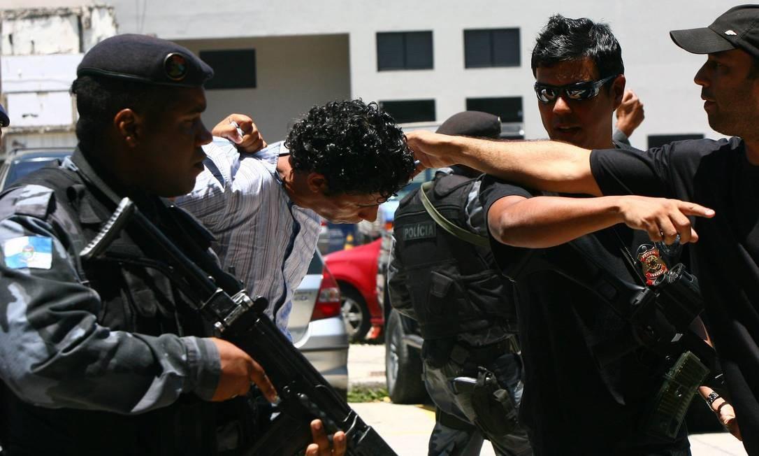Nem deixa a sede da PF em direção ao Complexo Penitenciário de Gericinó Foto: Angelo Antonio Duarte - O Globo