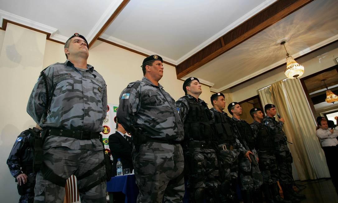 Policiais que participaram da prisão de Nem são apresentados à imprensa em entrevista coletiva Foto: Eduardo Naddar - O Globo