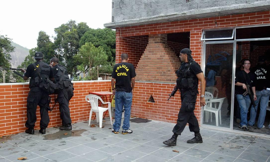 O triplex do traficante Luciano Barbosa da Silva, o Lulu, tinha churrasqueira e vista para a Lagoa Wania Corredo / 11.04.2004 / Arquivo O Globo