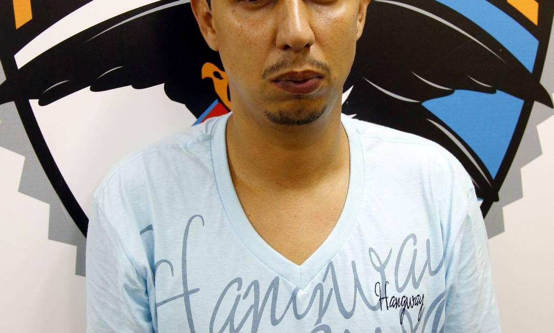 Fábio Simões Brasil, terceiro homem na hierarquia do traficante Nem, é preso pela polícia Fernando Quevedo / Agência O Globo / 08-10-2010