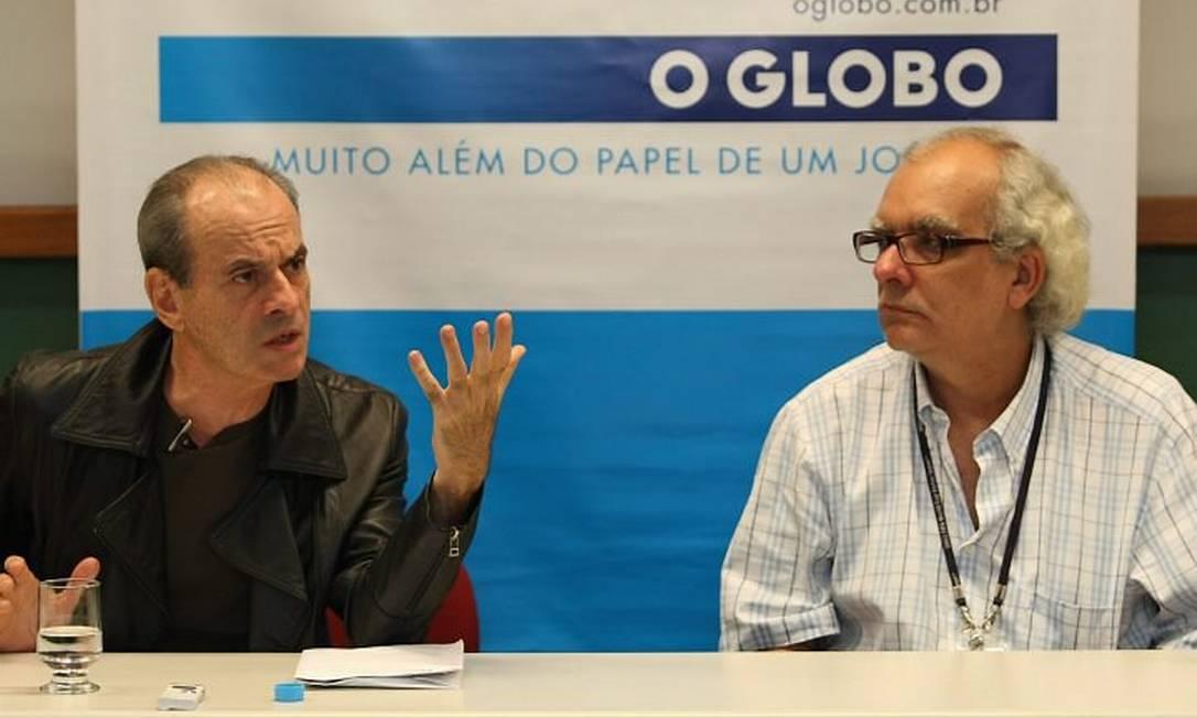 Ney Matogrosso no evento Entrevista Coletiva, no jornal O Globo, ao lado do editor do Segundo Caderno, Artur Xexéo Foto Mônica Imbuzeiro