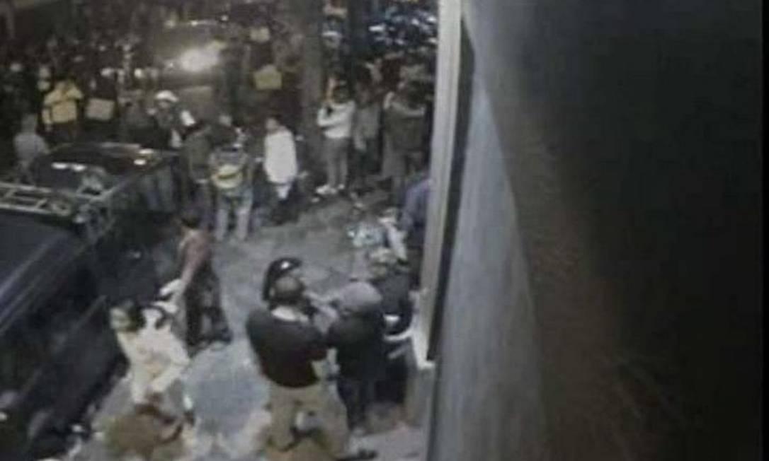 Imagem mostra uma das adolescentes identificadas pela polícia (de jaqueta branca) - Divulgação SSP