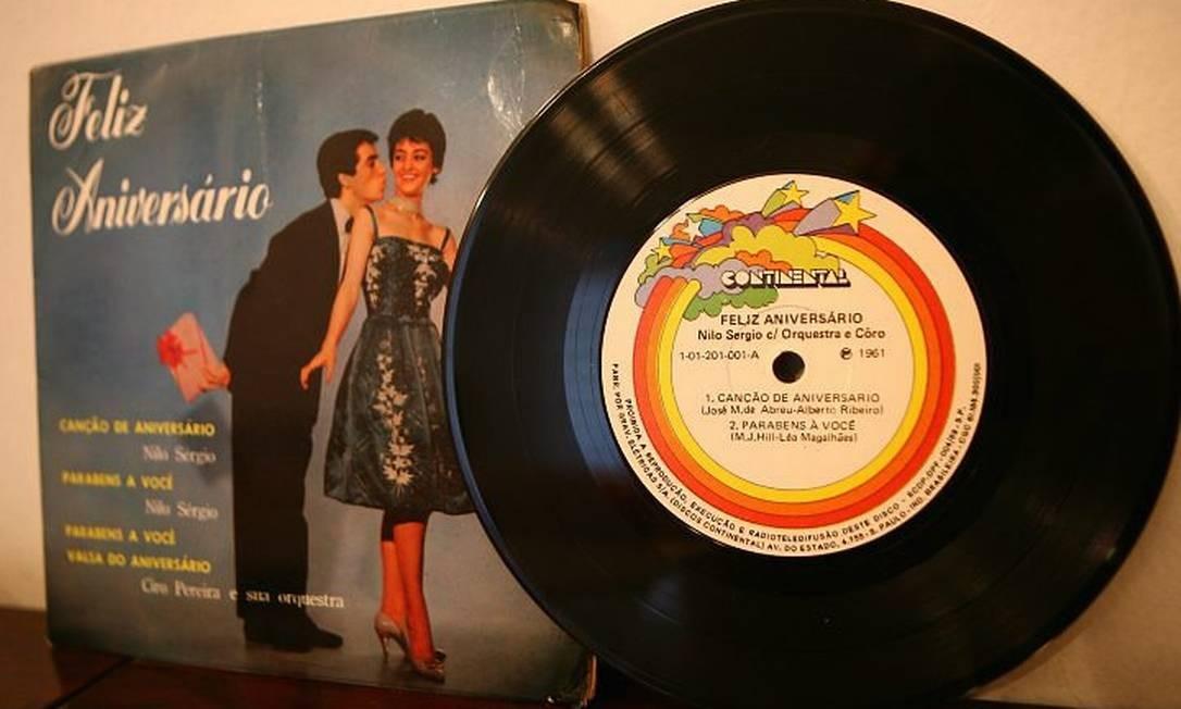 Disco gravado em 1961 com a canção 'Parabéns a você' com letra de autoria de Bertha Celeste Homem de Mello, também conhecida como Léa Magalhães. Foto: Alessandra del Bene