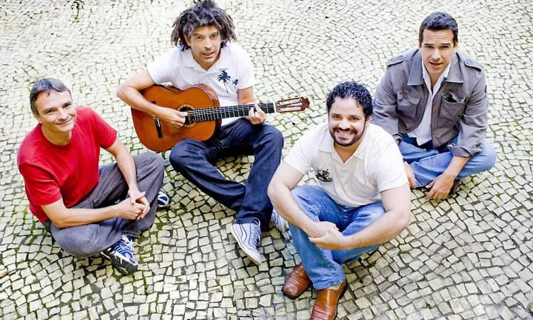 Marcos Sacramento lança CD no qual é acompanhado apenas de três violonistas Leonardo Aversa