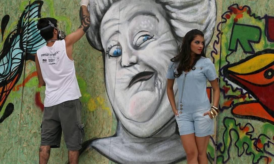 Instalações e grafite na Praça Tiradentes. Foto de Berg Silva
