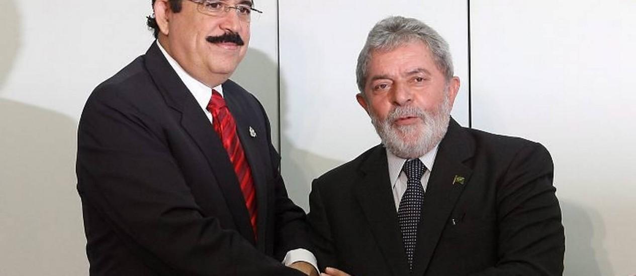 O presidente Lula recebe o presidente deposto de Hunduras, Manuel Zelaya, no CCBB - Gustavo MirandaAgência O Globo