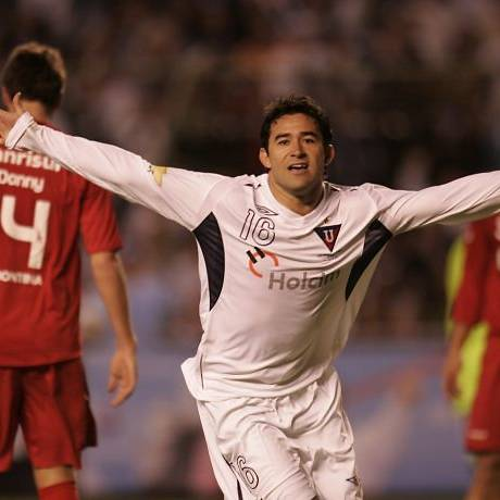 Claudio Bieler comemora um dos gols da LDU contra o Inter de Porto Alegre na decisão da Recopa Sul-Americana - Foto: AP