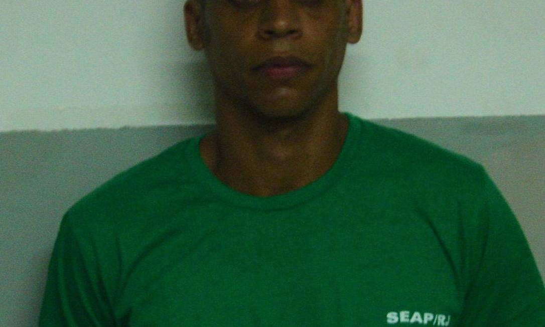 Traifcante Nem tem a cabeça raspada no Complexo Prisional de Bangu, para onde foi levado após sua prisão Foto: Seop / Divulgação