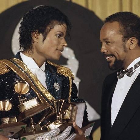 Michael Jackson ao lado de Quincy Jones em foto de arquivo da cerimônia do Grammy Foto: Divulgação