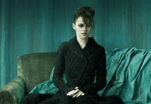 Atriz Kristen Stewart posa com look gótico para revista italiana Foto: Michelangelo di Battista / Vogue Itália