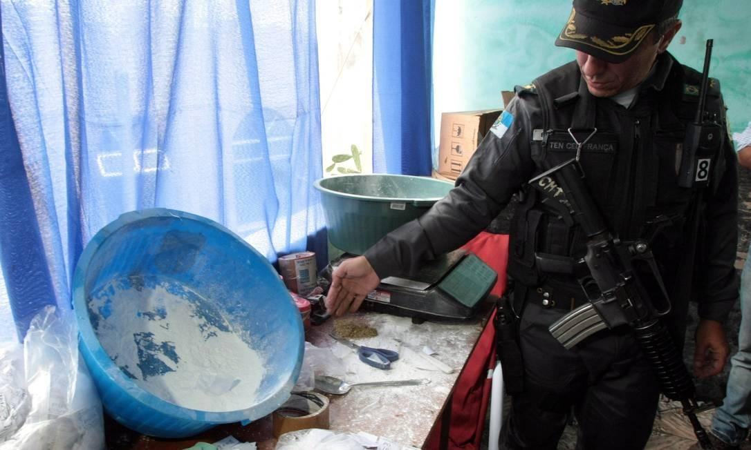 Operação para recolher usuários de crack na favela do jacarezinho Foto: Bruno Gonzalez / Agência O Globo