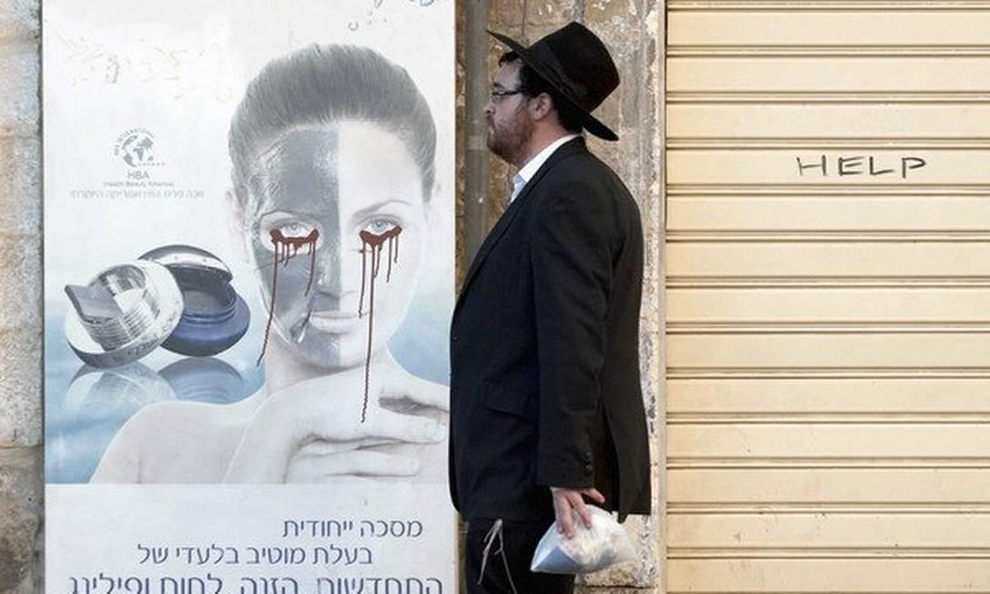 Judeu ultra-ortodoxo em Jerusalém Foto: Sebastian Scheiner / AP