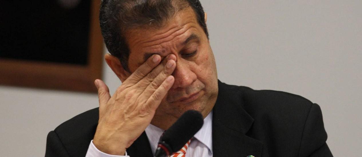 Em depoimento na Câmara na semana passada, Lupi diz que não conhece dono de ONG que fretou avião Foto: Ailton de Freitas / Agência O Globo