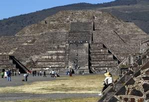 """Pirâmide da Lua, numa das pontas de Teotihuacán, conhecida como """"cidade dos mortos"""" e """"cidade dos deuses"""" pelos antigos povos pré-colombianos que habitavam os arredores da atual Cidade do México Foto: Custodio Coimbra / Agência O Globo"""
