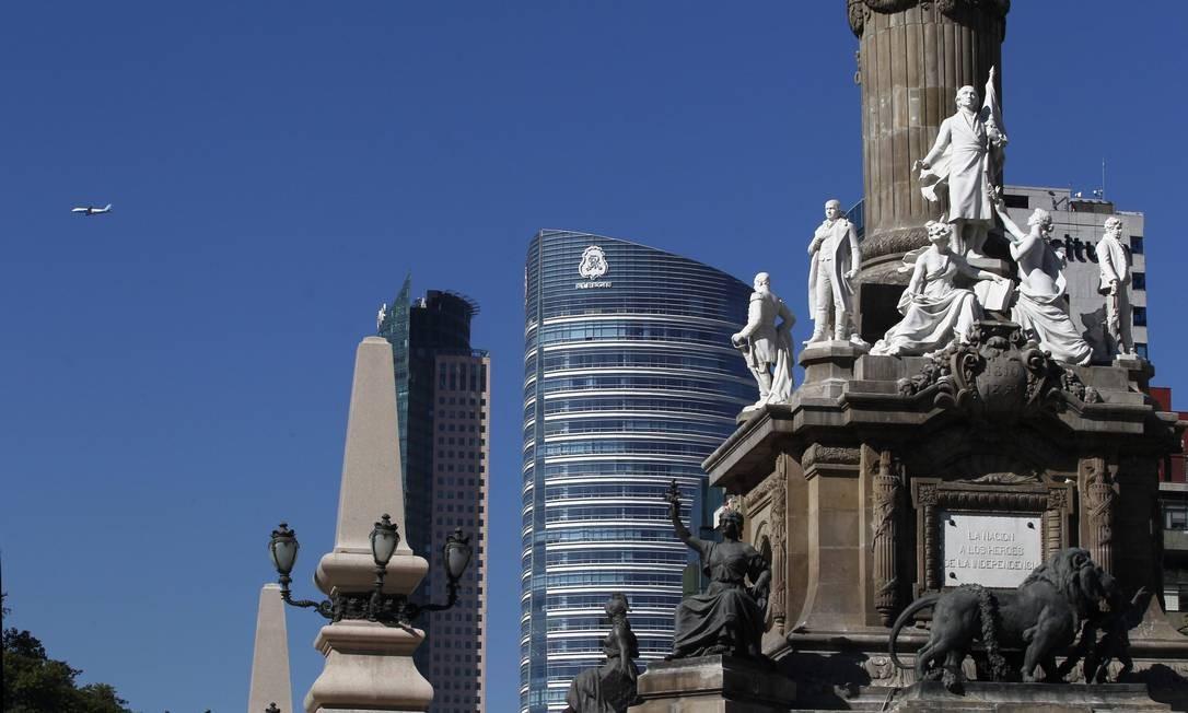 Praça da Independência: Cidade do México junta prédios históricos e construções modernas. Foto: Custodio Coimbra / Agência O Globo