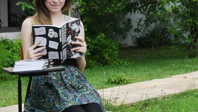 BABI DEWET tem 24 anos, trabalha em um curso para adolescentes com dificuldades de aprendizado, e acaba de lançar um livro Foto: Guilherme Leporace