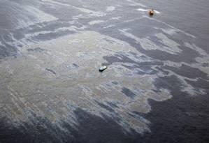 Vazamento de óleo no Campo do Frade, na Bacia de Campos Foto: Márcia Foletto / Agência O Globo