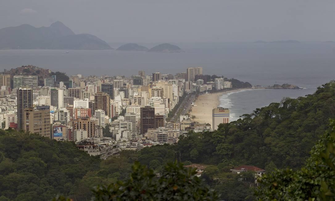 Agora, com a ocupação policial da Rocinha e do Vidigal, mirantes improvisados, como o do Laboreaux, e trechos de encostas estão descortinando novos ângulos dos clássicos cartões postais da cidade Foto: Márcia Foletto / O Globo