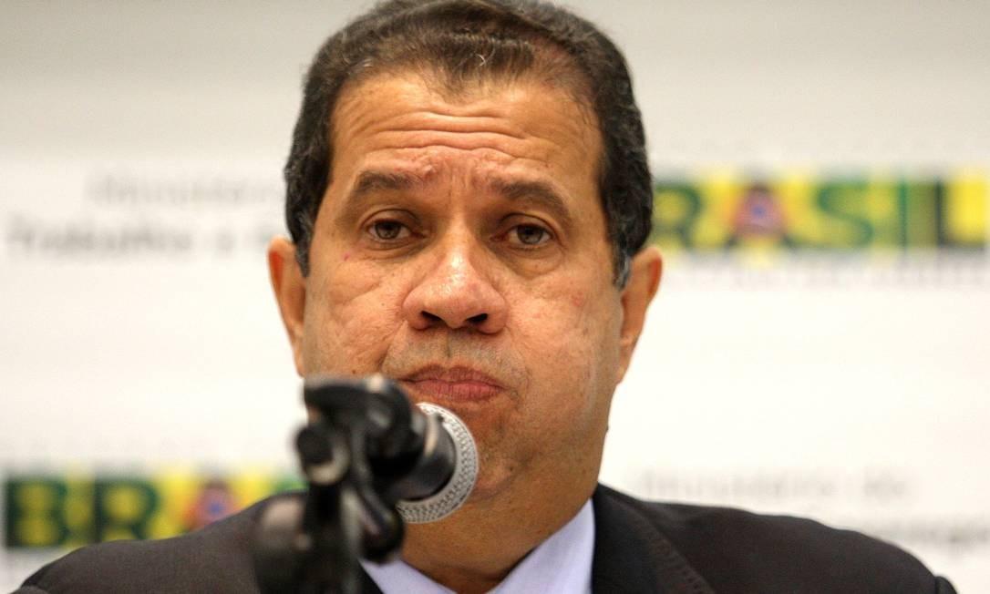 Carlos Lupi confirma que vai participar de reunião da cúpula do PDT na terça-feira, em Brasília Foto: Ailton de Freitas / O Globo