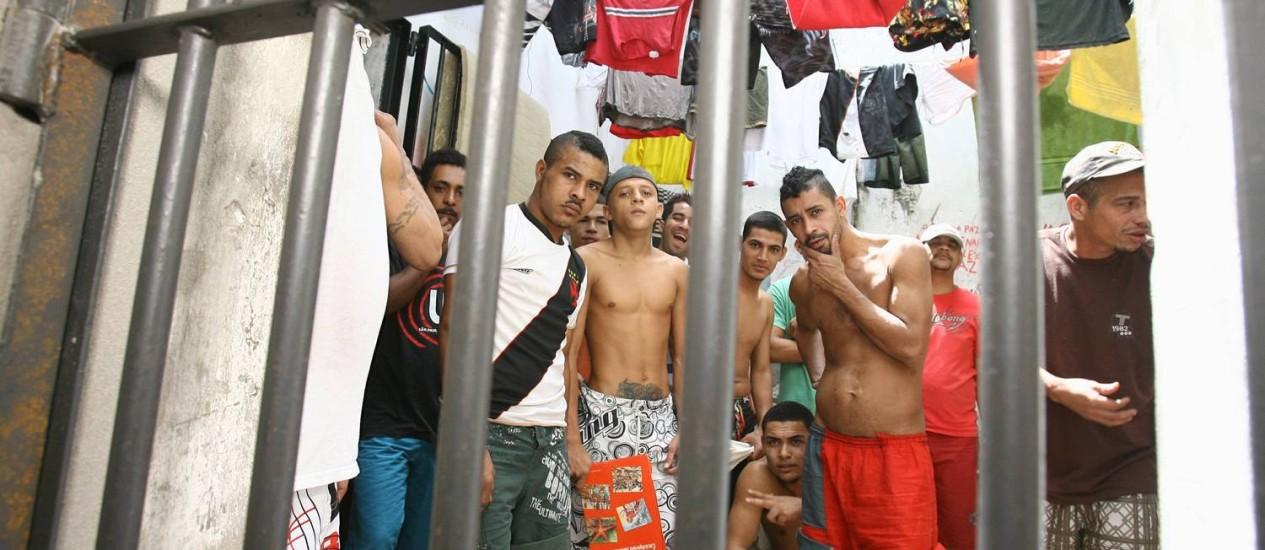 Resultado de imagem para foto presos perigosos na cadeia