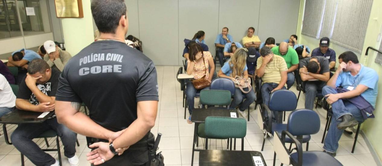 Presos em operação operação que combate fraudadores que atuam em postos do Detran Foto: Carlos Ivan / O Globo
