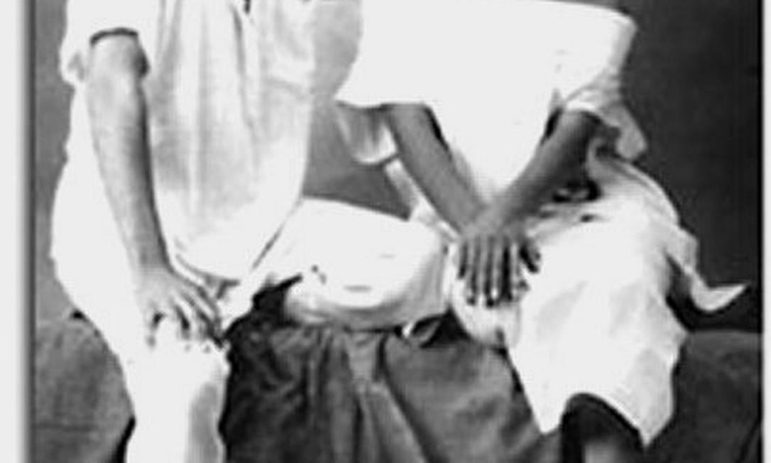 Iris faz pose para a Revista Vogue, em 1985, ao lado do estilista Evandro Junior Arquivo pessoal