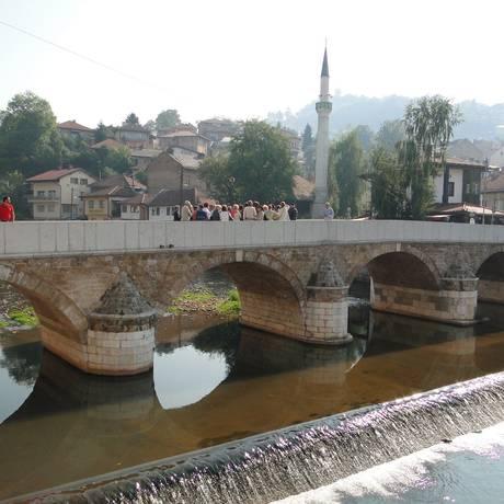 A Ponte Latina, um dos cartões-postais mais conhecidos de Sarajevo, capital da Bósnia-Herzegóvina. Foto: Laura Antunes / Agência O Globo