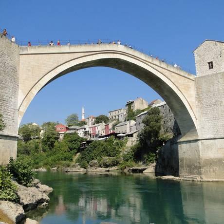 Ponte Velha, em Mostar, jóia medieval na região bósnia de Herzegóvina. Foto: Laura Antunes / Agêkncia O Globo