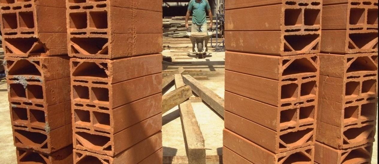 Preços de materiais de construção sobem e vendas caem Foto: André Arruda / O Globo