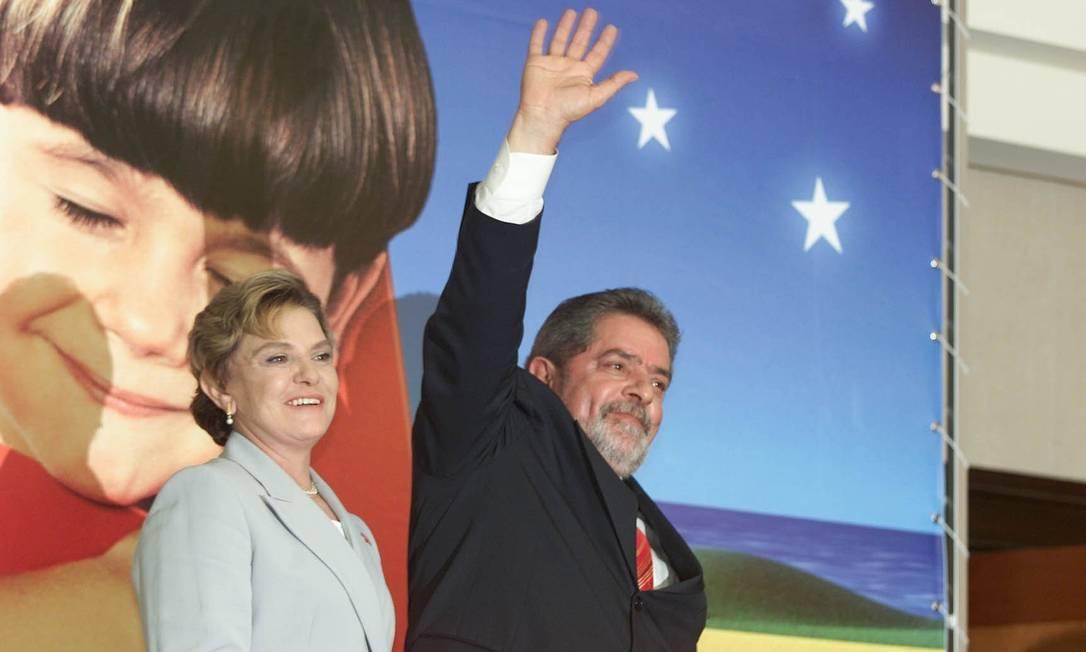 Dona Marisa e o então presidente eleito do Brasil, Luiz Inácio Lula da Silva, após pronunciamento realizado no Hotel Intercontinental, na capital paulista Roberto Stuckert Filho / Divulgação