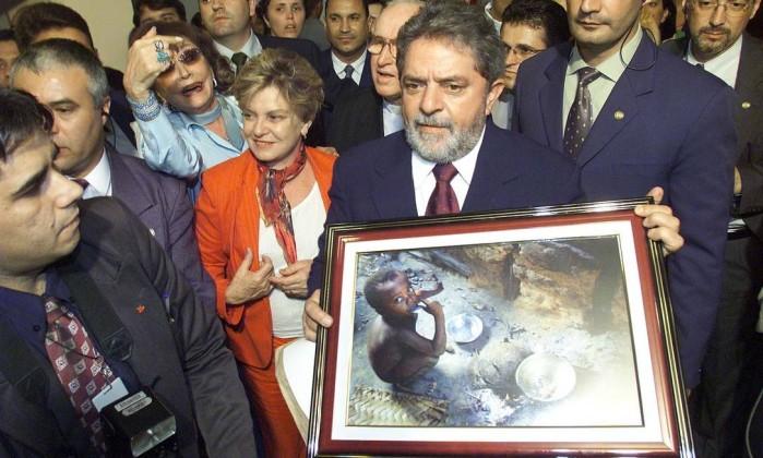 Dona Marisa Letícia visita a CNBB ao lado do então presidente Lula Roberto Stuckert Filho / Divulgação