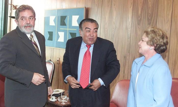 O então presidente Lula acompanhado de dona Marisa Letícia recebe o desenhista Mauricio de Sousa Roberto Stuckert Filho / Divulgação