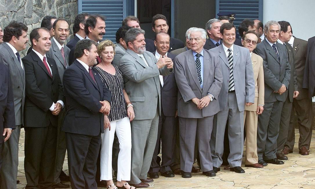 Dona Marisa Letícia e o então presidente Luiz Inácio Lula da Silva, na Granja do Torto, reunidos com lideres da base aliada do governo no Congresso Nacional Ailton de Freitas / O Globo