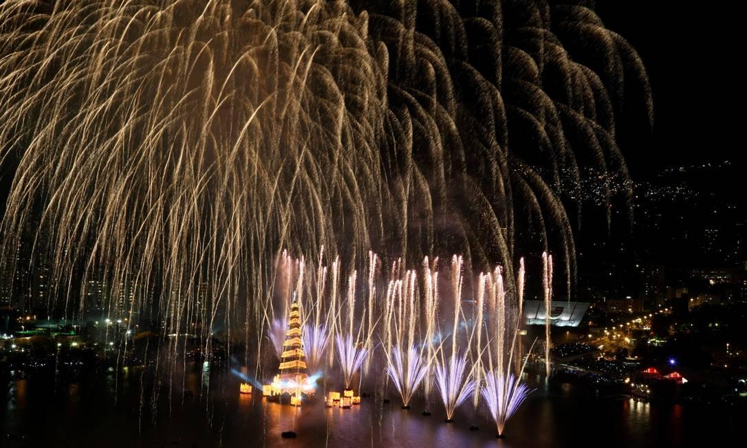 Queima de fogos na inauguração da árvore da Lagoa Felipe Hanower / O Globo