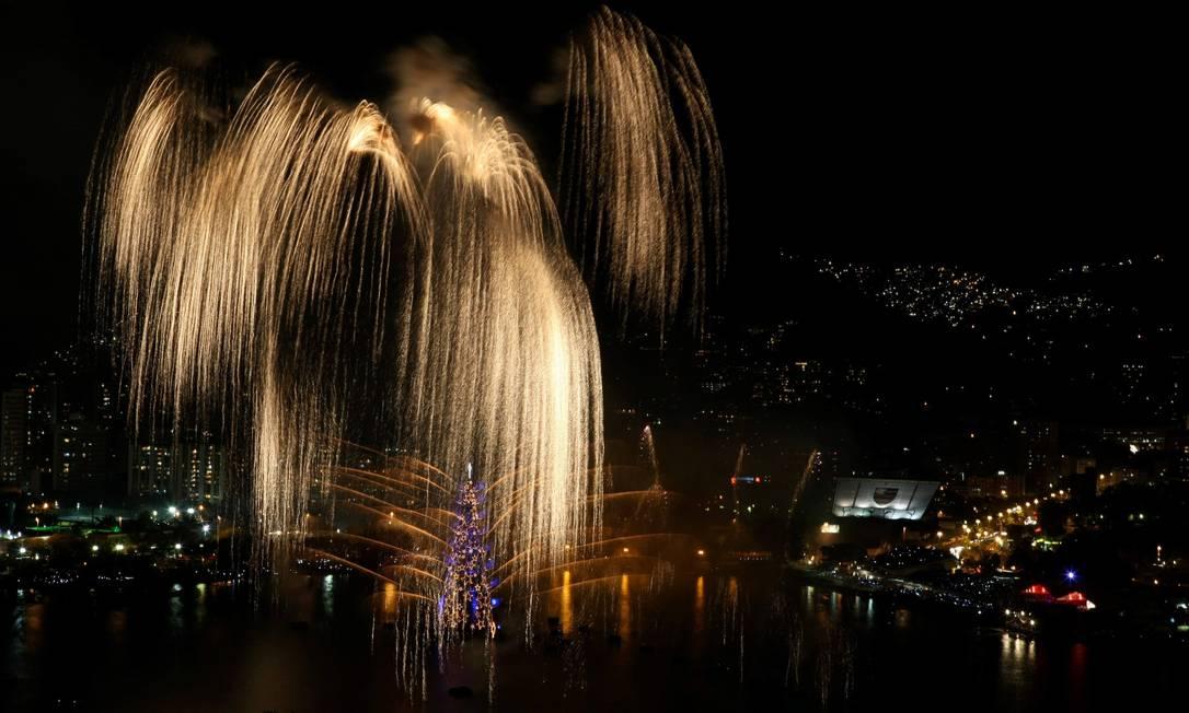 Queima de fogos na inauguração da árvore de Natal da Lagoa Felipe Hanower / O Globo