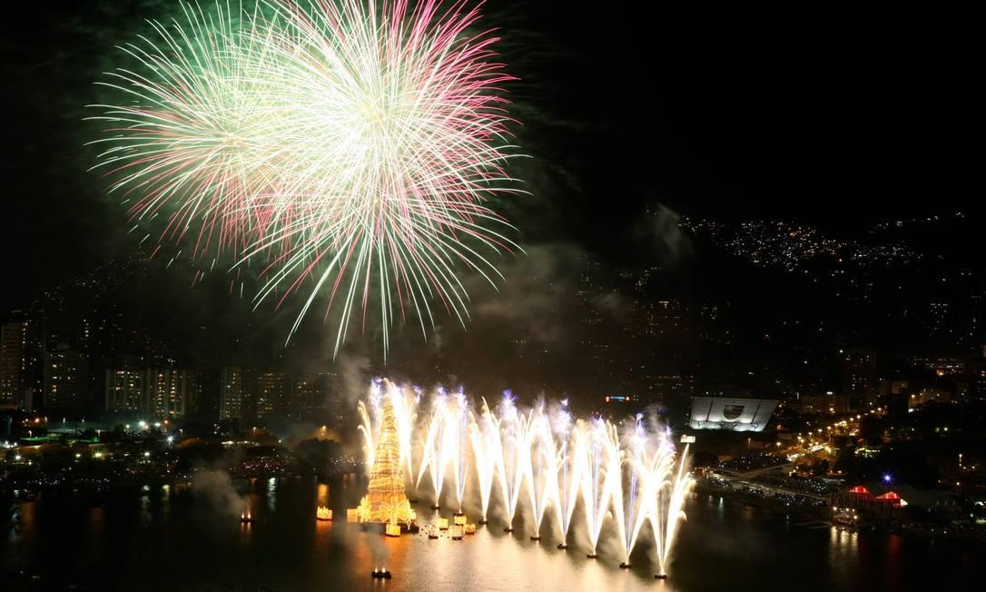 Queima de fogos da árvore de Natal da Lagoa Felipe Hanower / O Globo