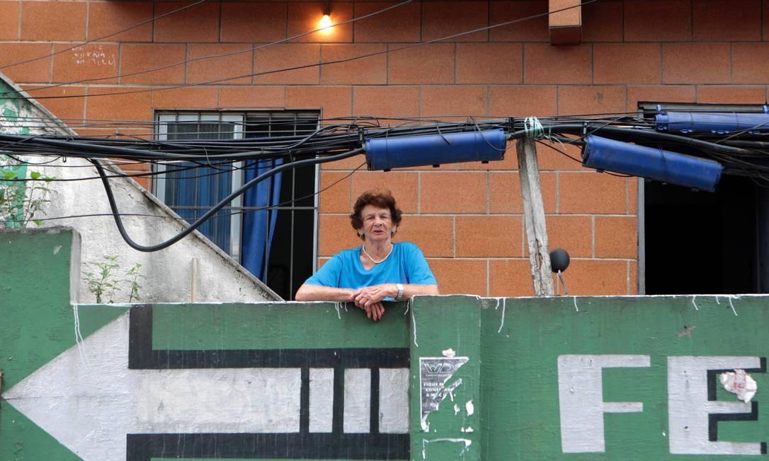 Luzia Oliveira é moradora da Rocinha: 'Quando tentaram me tirar daqui, eu só tinha um recibo, escrito à mão, sem valor para a Justiça. Hoje, tenho o título de propriedade' Foto: O Globo / Gustavo Stephan
