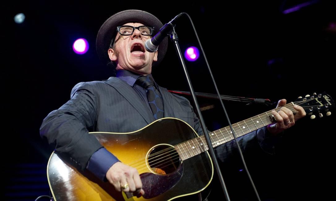 Elvis Costello toca no Festival de Montreaux, em 2010 Foto: AP Photo / AP Photo