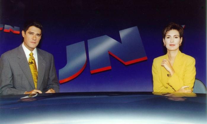 """Nos 30 anos do """"Jornal Nacional"""", em 1999, Fátima em uma imagem que se tornou clássica: na tradicional bancada do telejornal Arquivo"""