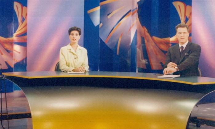 """Ao lado de Pedro Bial, na bancada do """"Fantástico"""", em 1997: Fátima já havia apresentado o dominical de 1992 a 1995. Arquivo"""