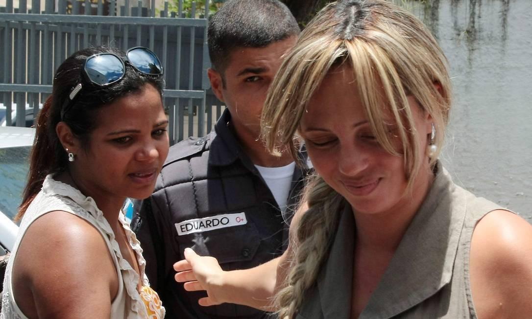 Viúva Adriana Almeida chega ao Tribunal de Rio Bonito para o quarto dia de julgamento do caso René Senna Foto: Roberto Moreyra / Agência O Globo
