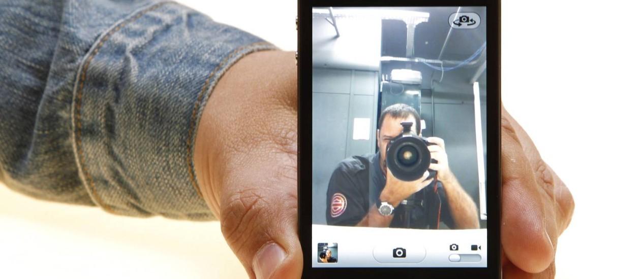 iPhone 4, quarta geração do smartphone da Apple Foto: Foto Fabio Rossi / Agência O Globo