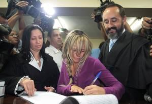 Viúva. Adriana Almeida, viúva do milionário da Mega-Sena, é absolvida no primeiro julgamento, depois anulado pela Justiça. No segundo julgamento, foi condenada Foto: Roberto Moreyra / Extra