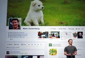Mark Zuckerberg revela o novo recurso Timeline, em setembro deste ano Foto: Justin Sullivan / AFP