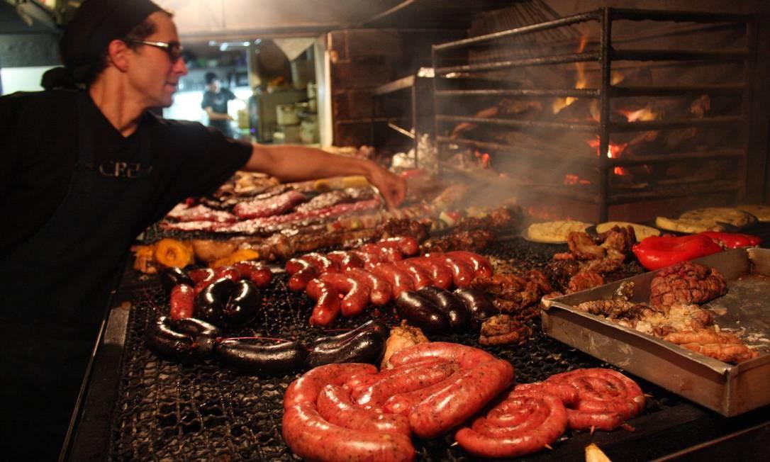 A parrilla La Otra, na elegante região de Punta Carretas, é um típico restaurante de bairro, frequentado por famílias, casais e grupos de amigos. Foto: Bruno Agostini / O Globo
