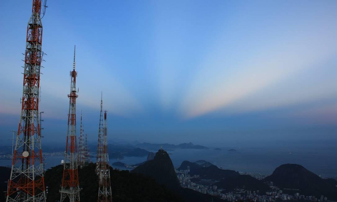Ao fundo, a cidade e o Cristo Redentor vistos do alto do Sumaré Foto: Marcos Estrella