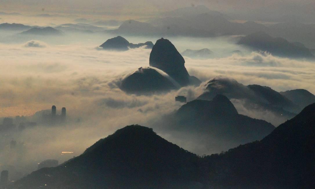 O Pão de Açúcar encoberto pelo nevoeiro Foto: Genilson de Araújo