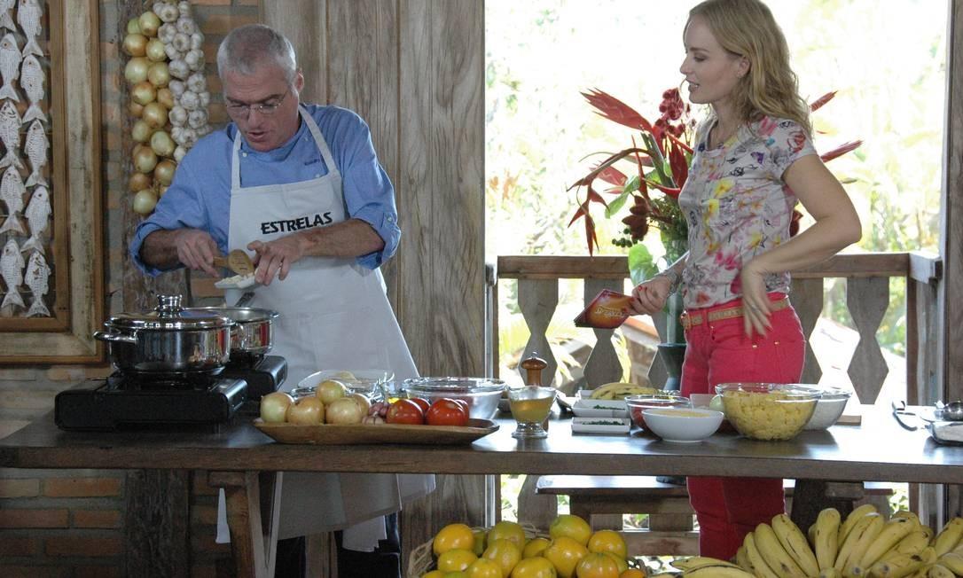 Em sua participação no programa 'Estrelas' da TV Globo, com a apresentadora Angélica. Débora Montenegro / Agência O Globo