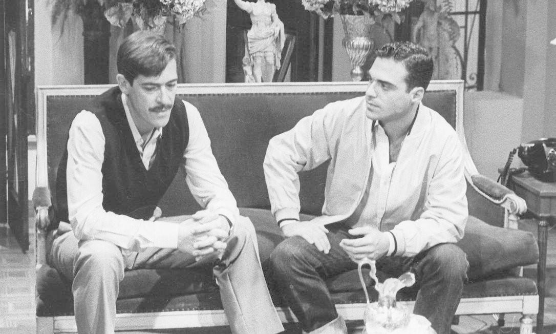 Em cena com o ator José de Abreu no seriado 'Anos Dourados' (1986). Agência O Globo